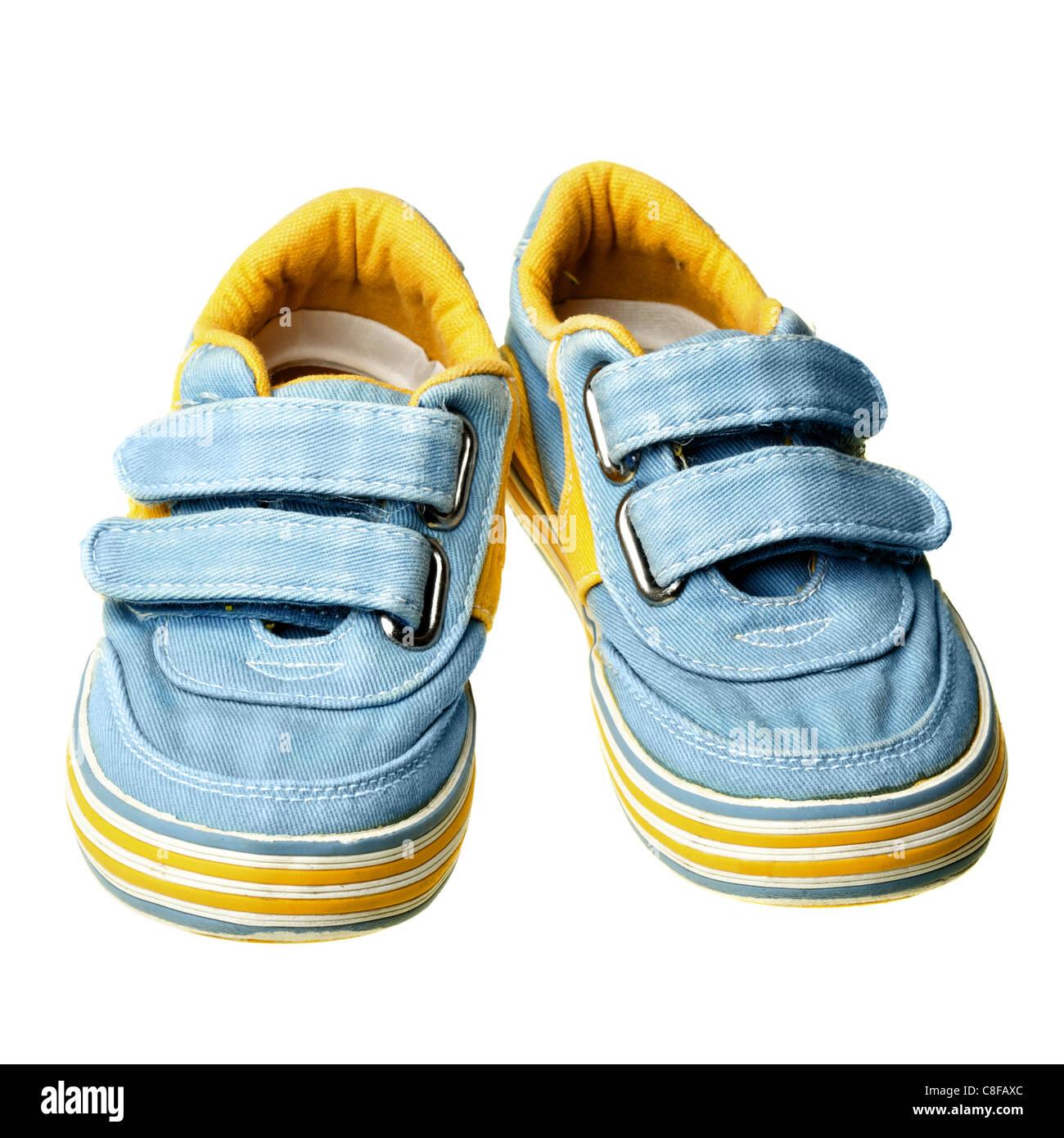 Les chaussures pour enfants sur l'isolé sur fond blanc Photo Stock