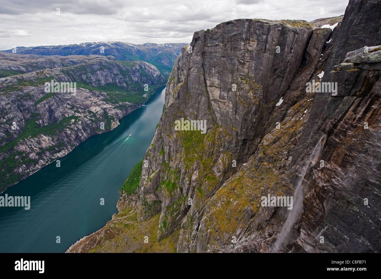Cascade à Lyseboten fjord, Lysefjord, Norvège, Scandinavie Photo Stock