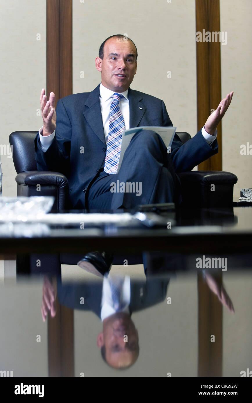 C Michael Woodford, ancien président, directeur général et chef de l'Olympus Corp., parle au Photo Stock