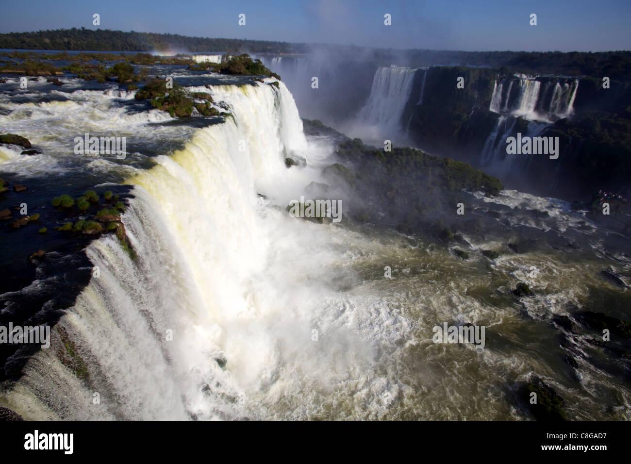 Vue sur les chutes d'Iguaçu du côté brésilien, UNESCO World Heritage Site, Brésil Banque D'Images