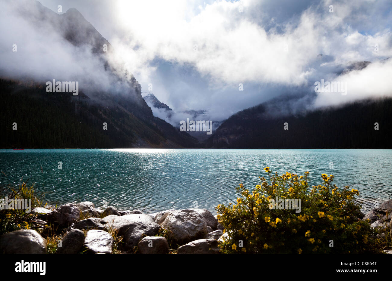 Lake Louise. Le parc national Banff. L'Alberta. Canada, octobre 2011 Photo Stock