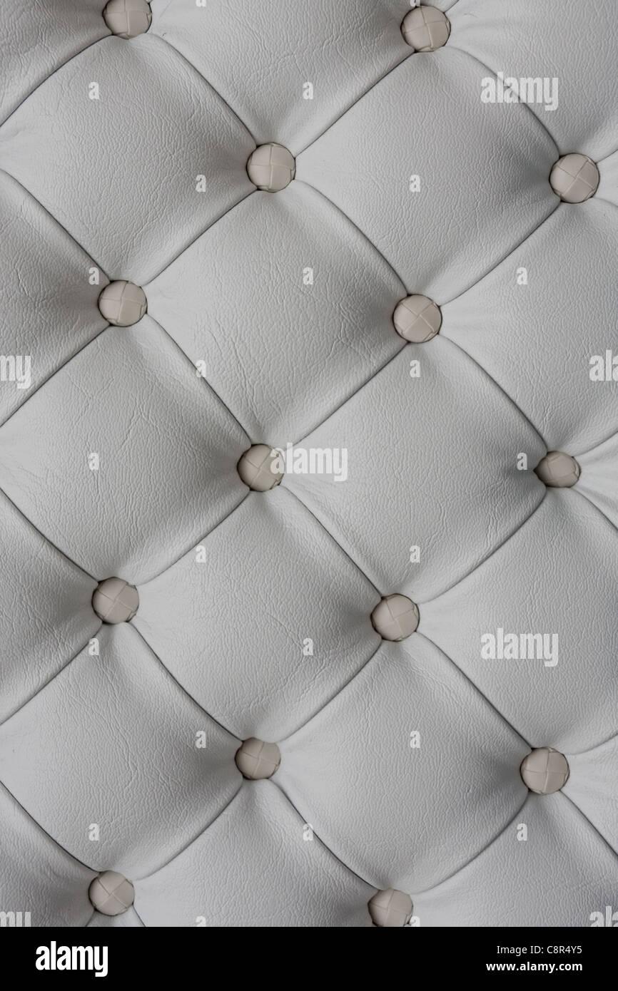 Sellerie en cuir blanc background Photo Stock