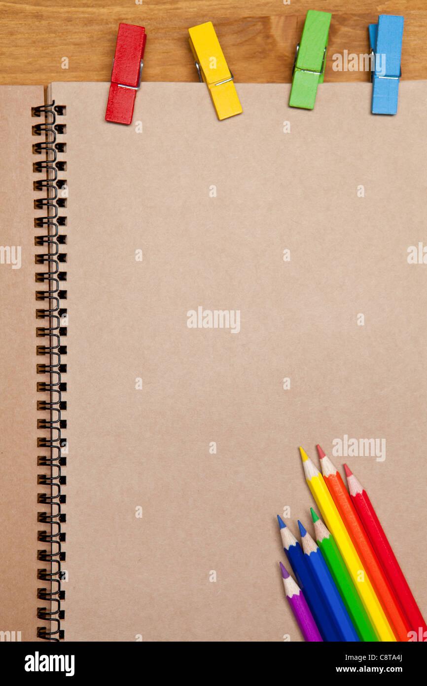 Crayon de couleur avec tampon et de fichiers Photo Stock