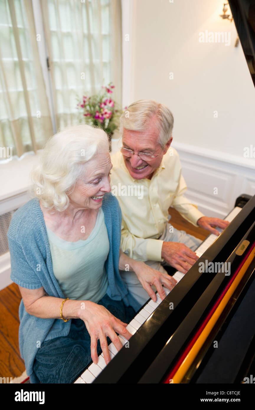USA, New York State, Old Westbury, Senior couple playing piano Photo Stock