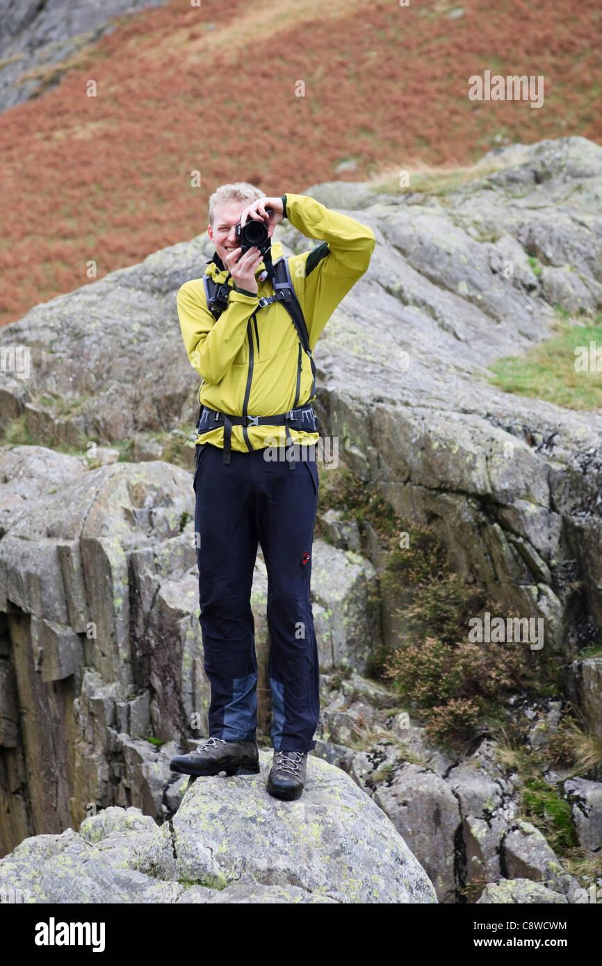 Alamy photographe se trouvait sur un rocher à l'extérieur de prendre une photo de moi avec un appareil Photo Stock