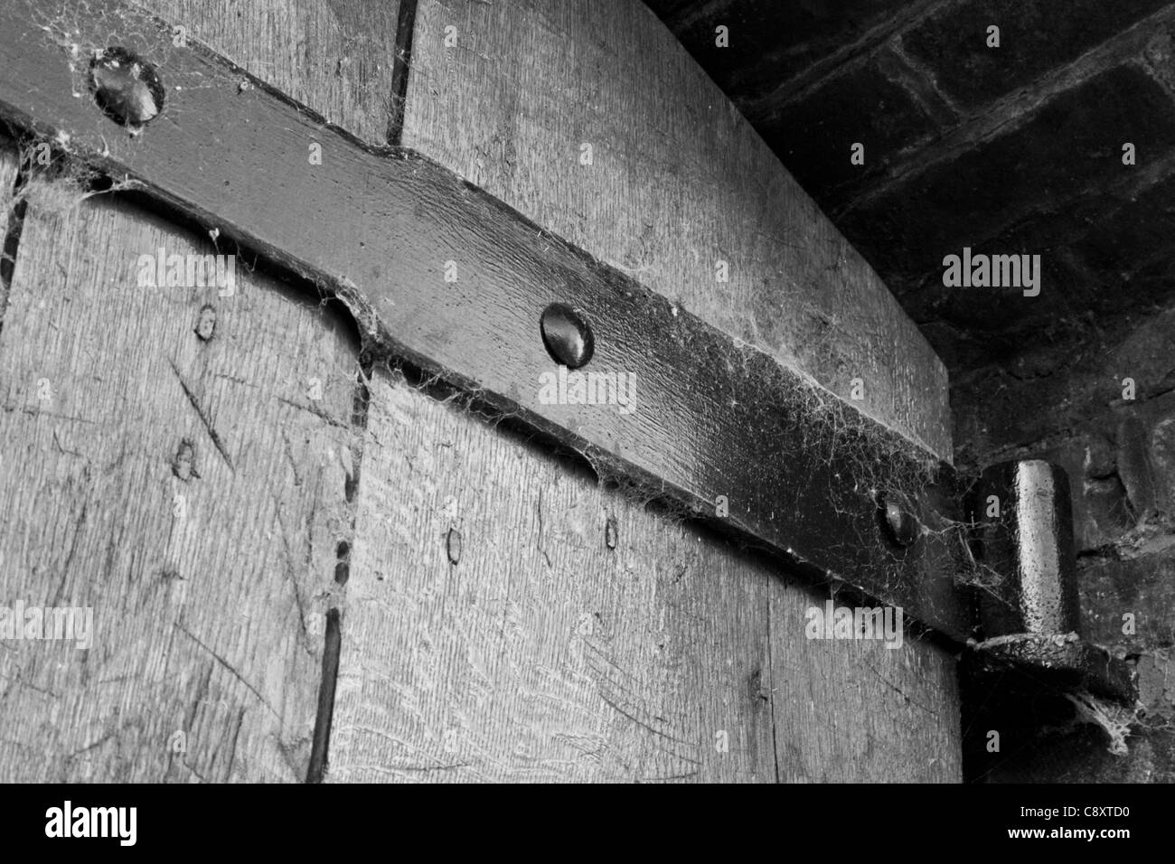 Une vieille charnière de porte ornementale robuste Photo Stock