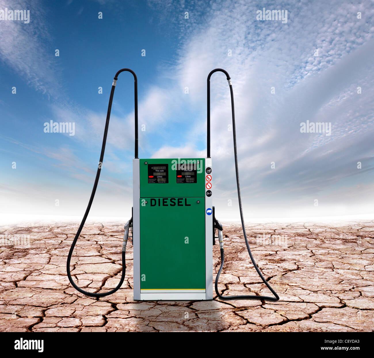 Pompe diesel sur un arrière-plan de la terre craquelée, représentant le changement climatique en Photo Stock