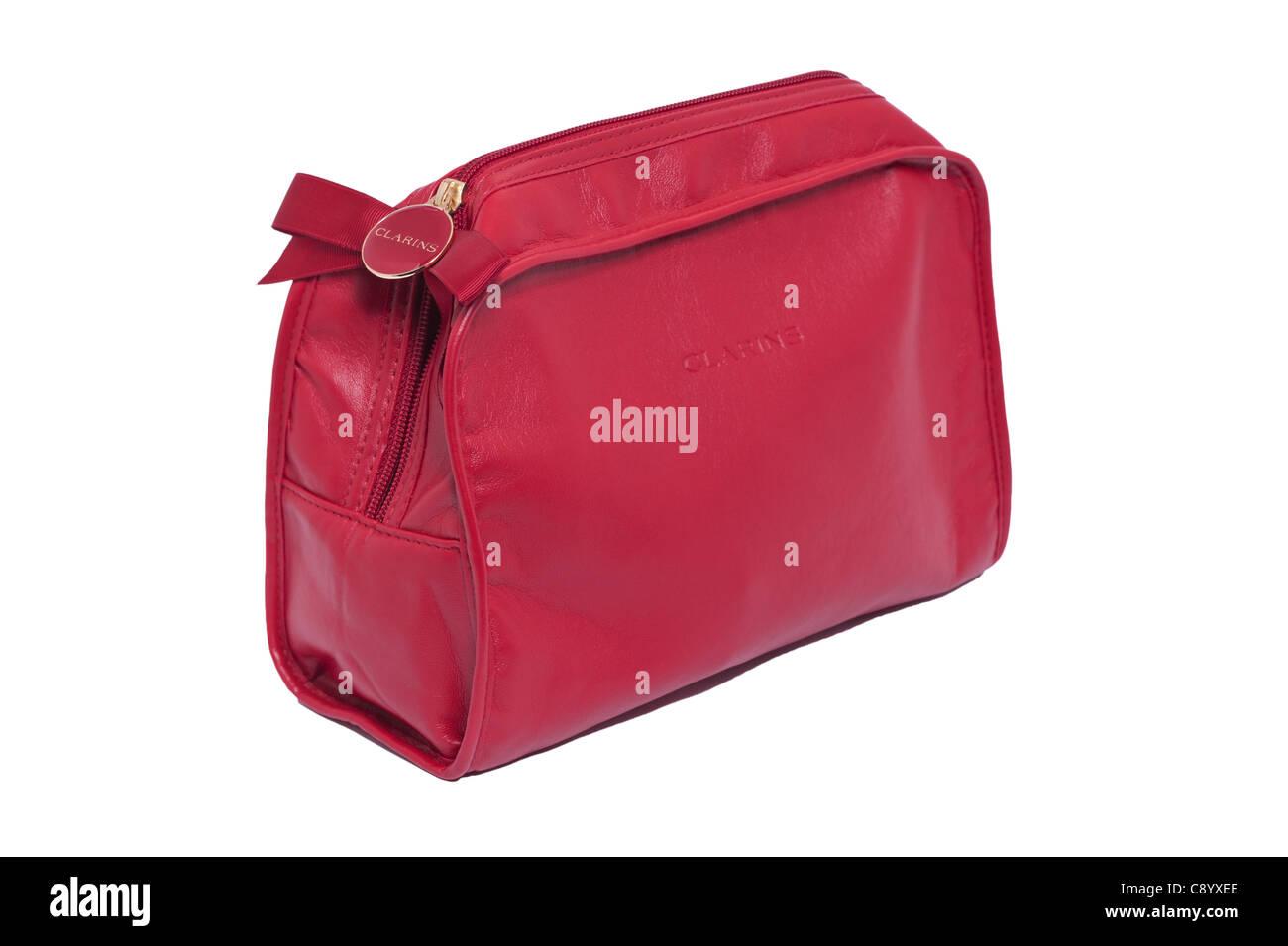 Un sac de lavage maquillage Clarins sur fond blanc Photo Stock