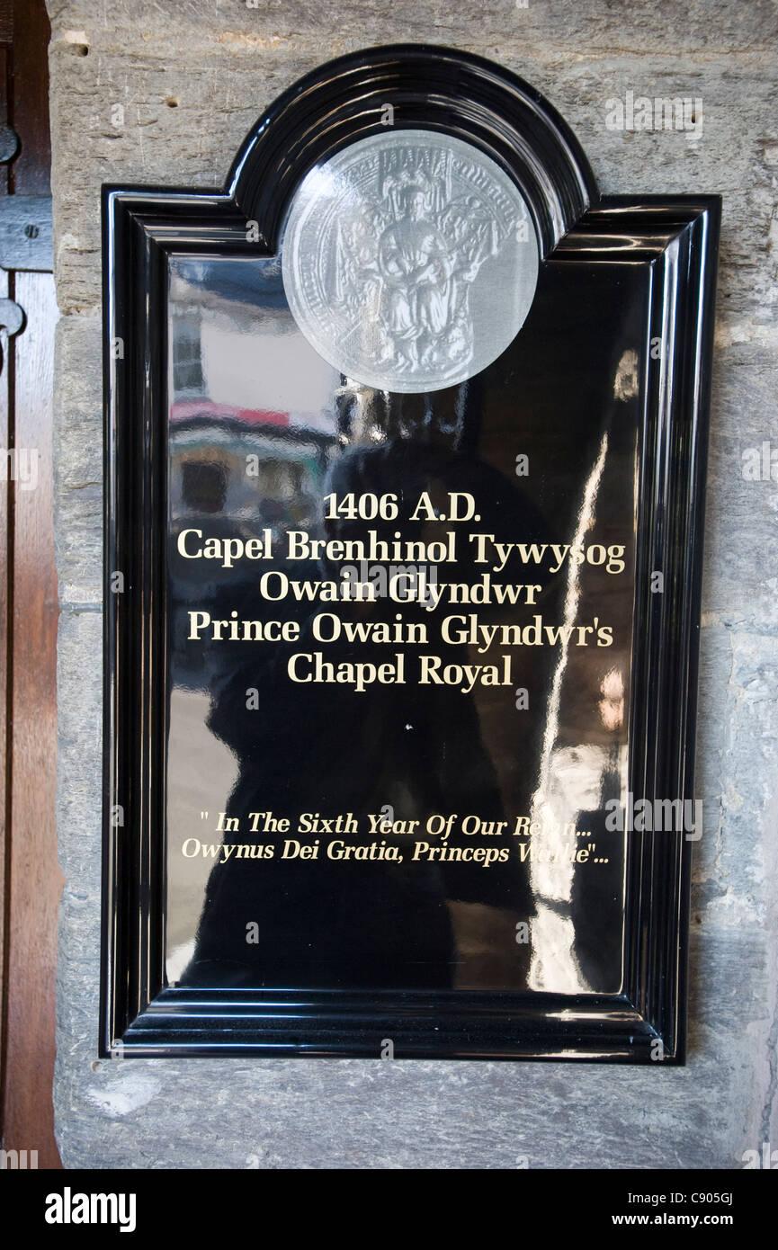 Une plaque dans le porche de l'église Saint Pierre à Pennal Ad Vincula, Pays de Galles. L'église Photo Stock