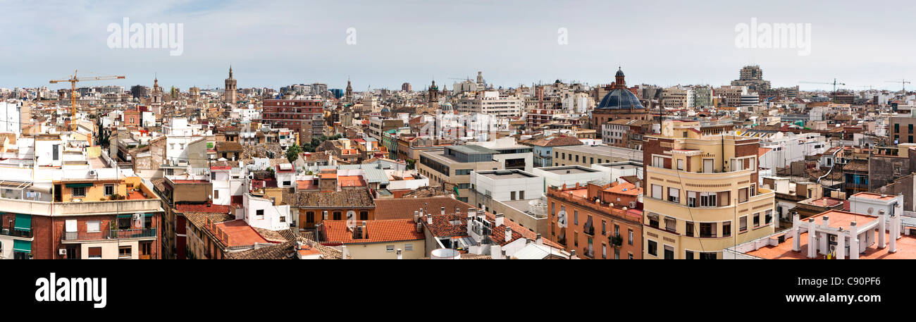 Panorama de la vieille ville au nord de la Torres de Quart, Valencia, Espagne Photo Stock