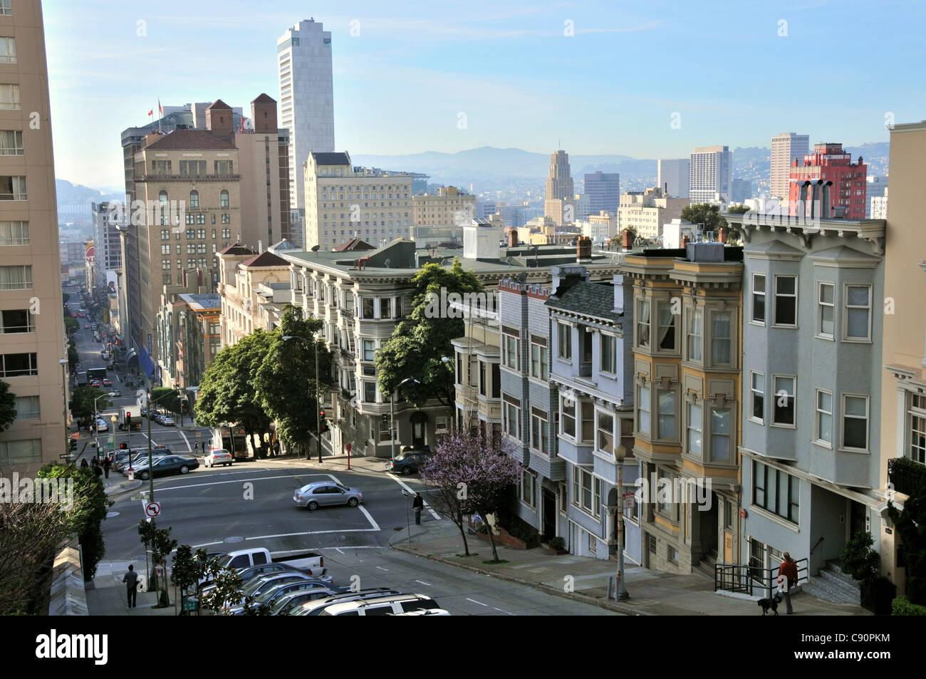 maisons en bordure de rue en pente les rues de san francisco californie usa am rique latine. Black Bedroom Furniture Sets. Home Design Ideas