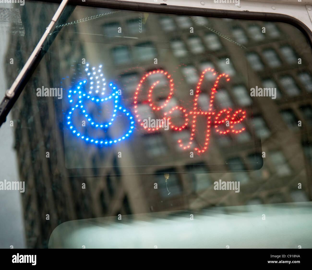 Il existe de nombreux aliments et boissons mobiles charrettes dans New York et sont populaires avec les habitants Photo Stock