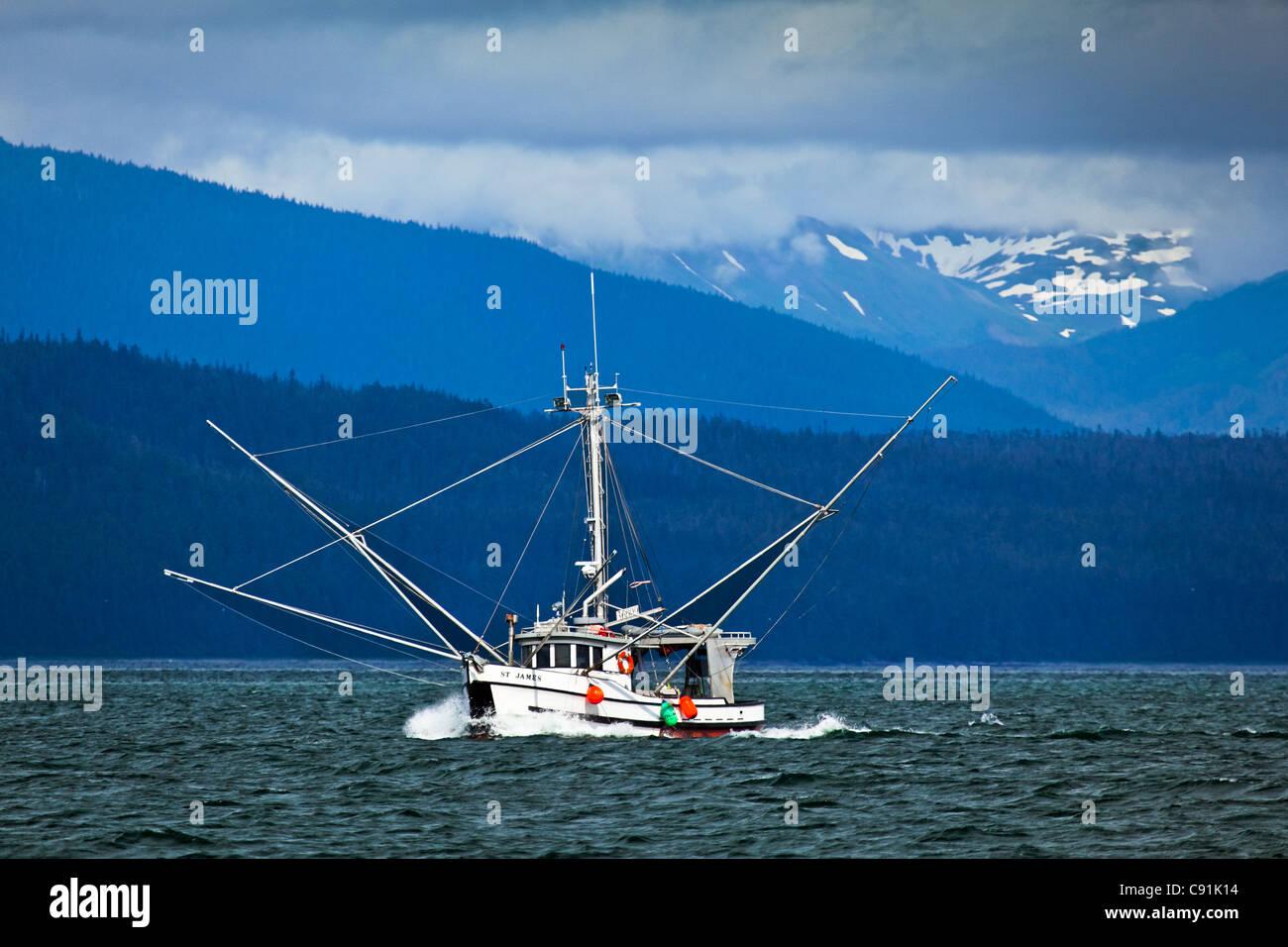 Un bateau de pêche à proximité de l'Île Chichagof, Glacier Bay National Park & Préserver, Photo Stock