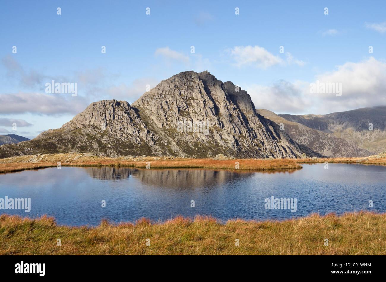 Conwy, Nord du Pays de Galles, Royaume-Uni, Angleterre. Vue sur Llyn Y-Caseg fraith Tryfan à montagne dans Photo Stock