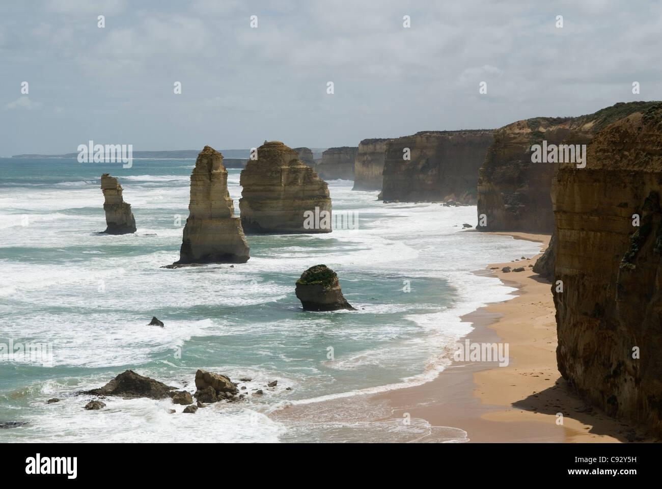 Les douze apôtres est une collection de cheminées de calcaire de la rive du Port Campbell National Park Photo Stock