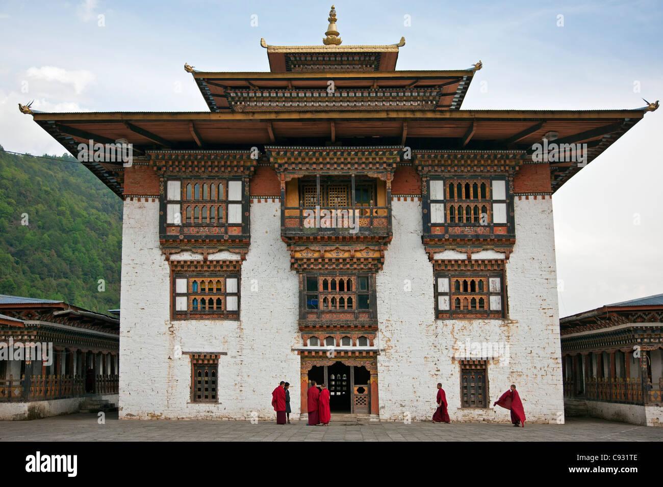 La très belle 17ème siècle bouddhiste fort et monastère à Trashi Yangtse est situé Photo Stock