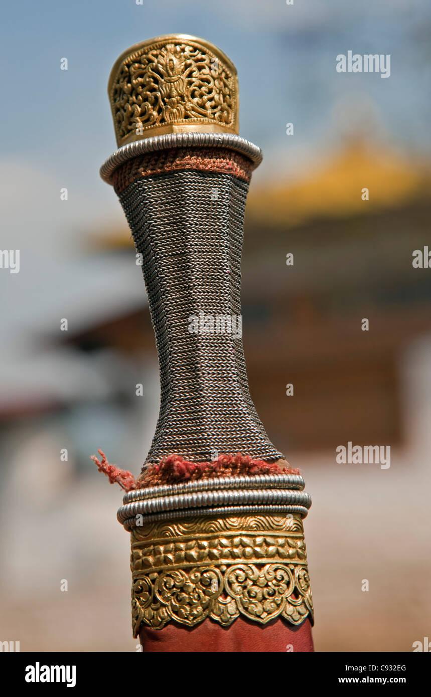Le détail d'une poignée d'or et d'argent et fourreau d'une épée longue, patang. Photo Stock