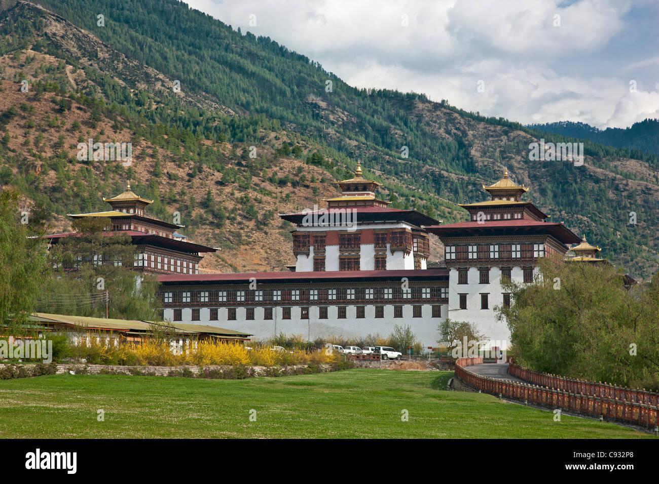 Le très grand Trashi Chhoe Dzong a été construit dans le 17e et 18e siècle à Thimphu. Photo Stock