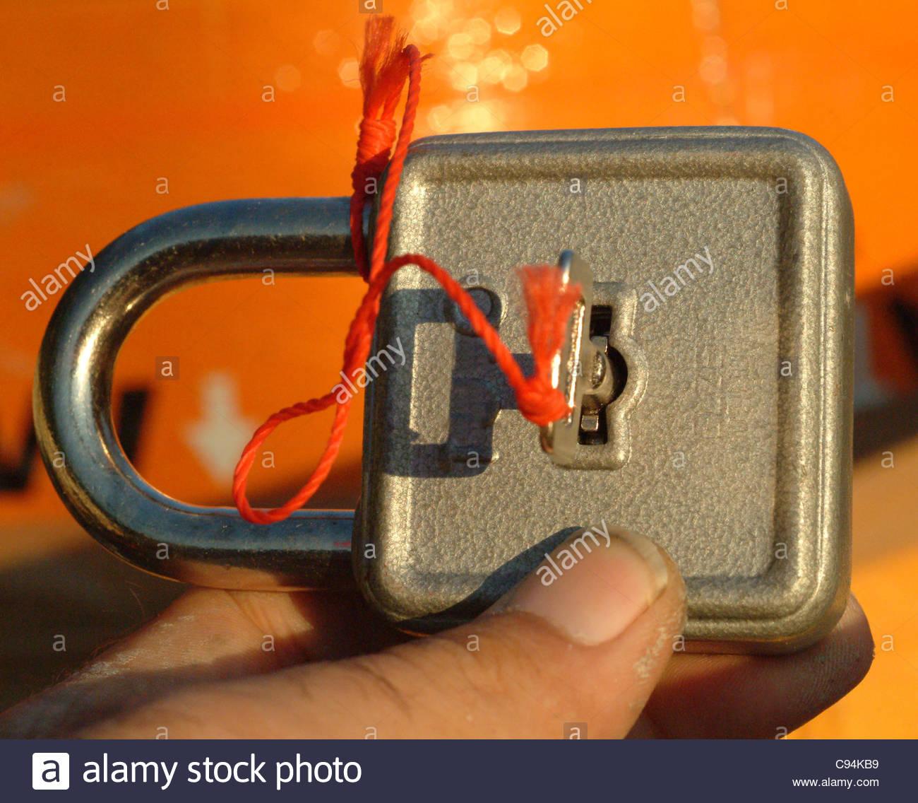 Découpe métal concept objet secret protection det Photo Stock