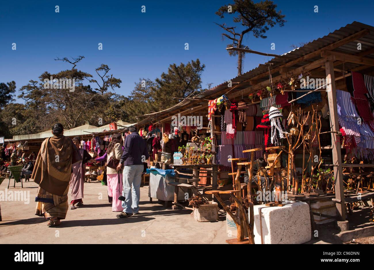 L'Inde, Meghalaya, Shillong, collines khasi, Elephant Falls, un petit marché de souvenirs pour touristes Photo Stock