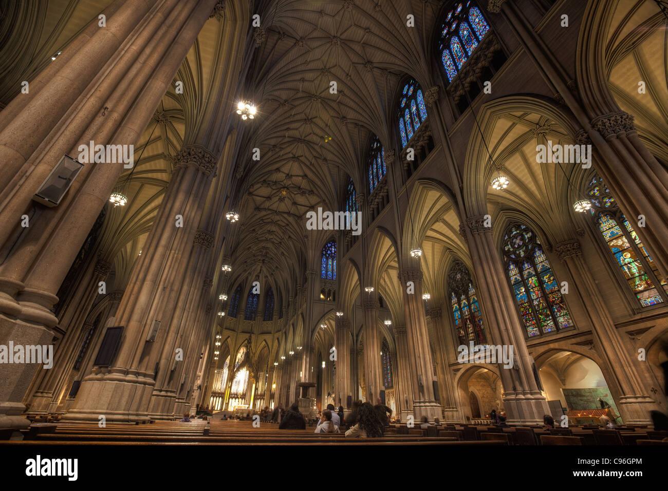 Intérieur de la cathédrale Saint-Patrick, New York City Banque D'Images