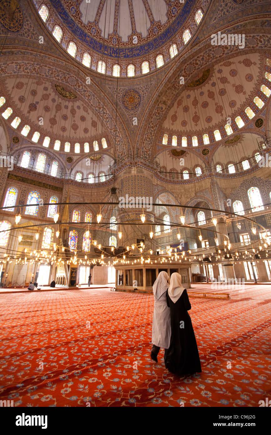 Deux femmes musulmanes en Yeni Camii - Istanbul Photo Stock