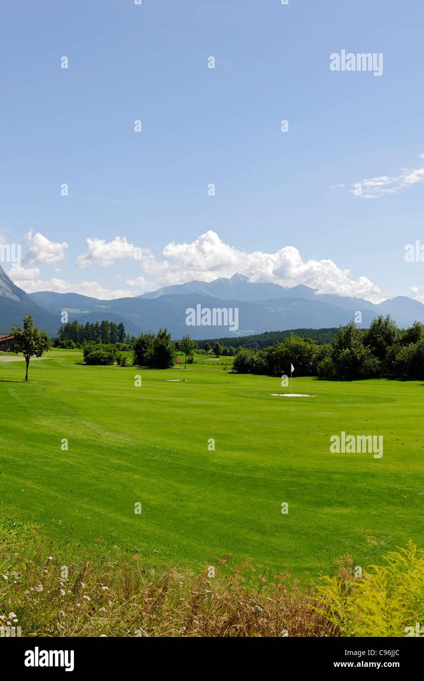 Le Club de Golf Mieminger Plateau, chaîne de montagne, district Innsbruck Land, Tyrol, Autriche, Europe Photo Stock