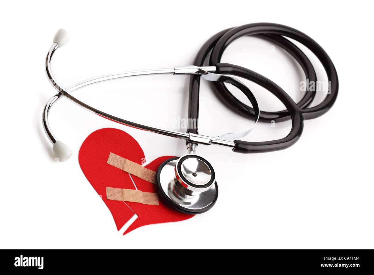 Stéthoscope et cœur brisé concept de maladie cardiaque ou maladie Photo Stock