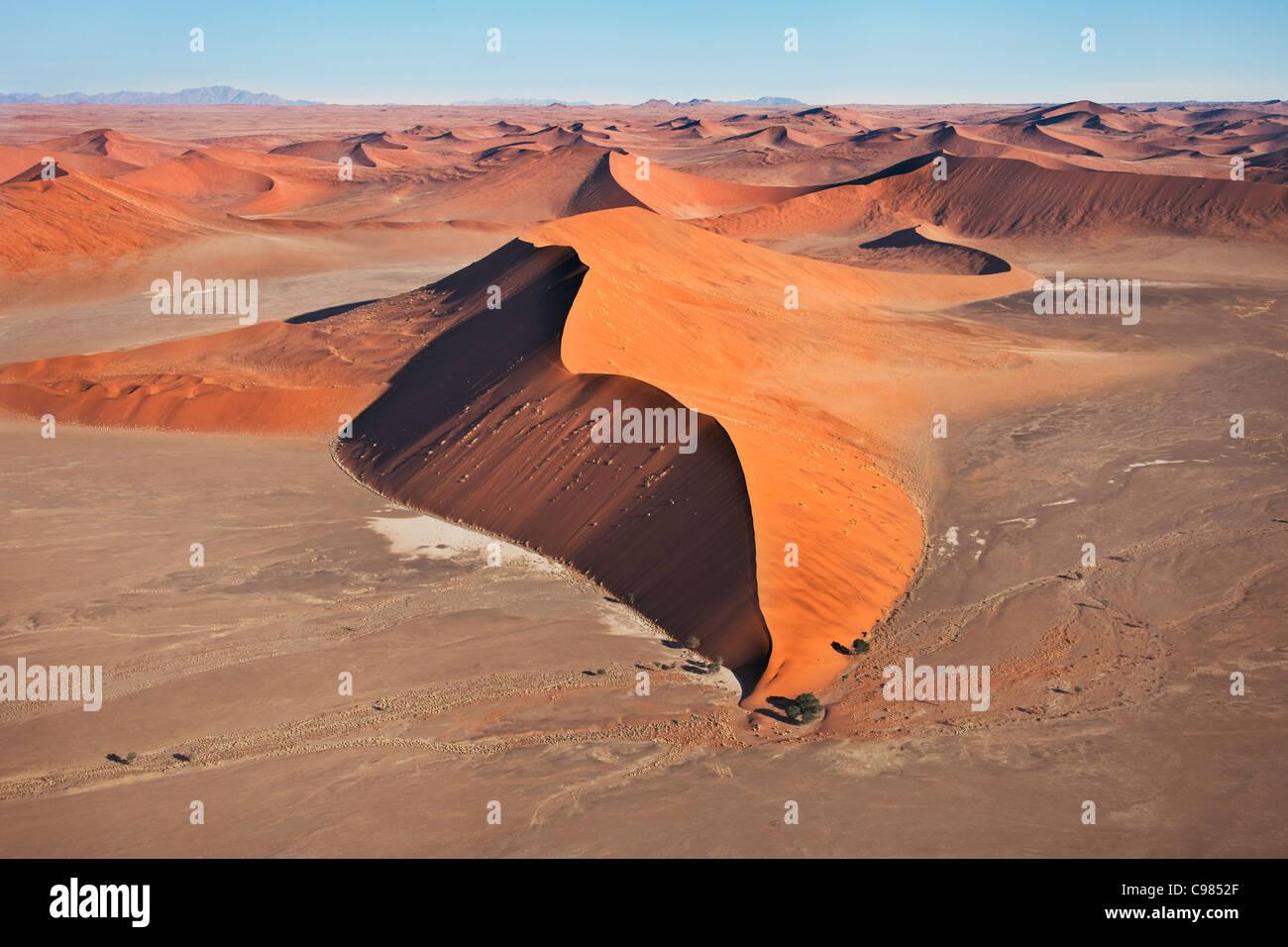 Vue aérienne de la dune de sable massive Photo Stock