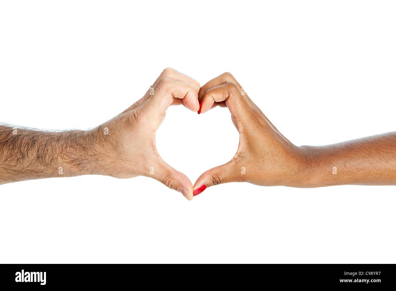 Mixed Race couple avec les mains en forme de coeur Photo Stock