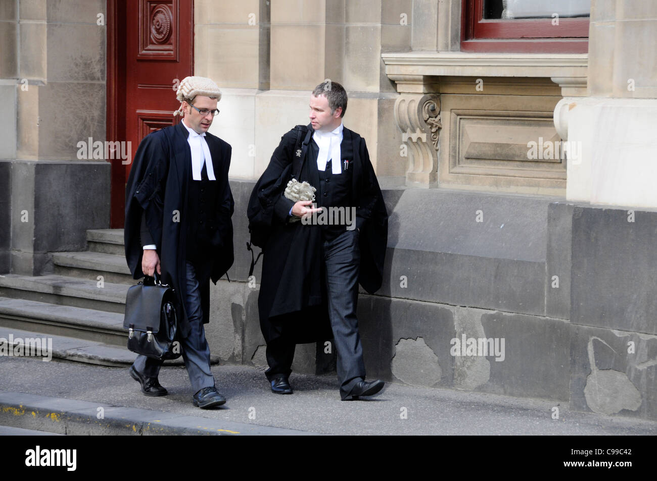 Deux avocats au sein du palais de justice de Melbourne, Australie Photo Stock