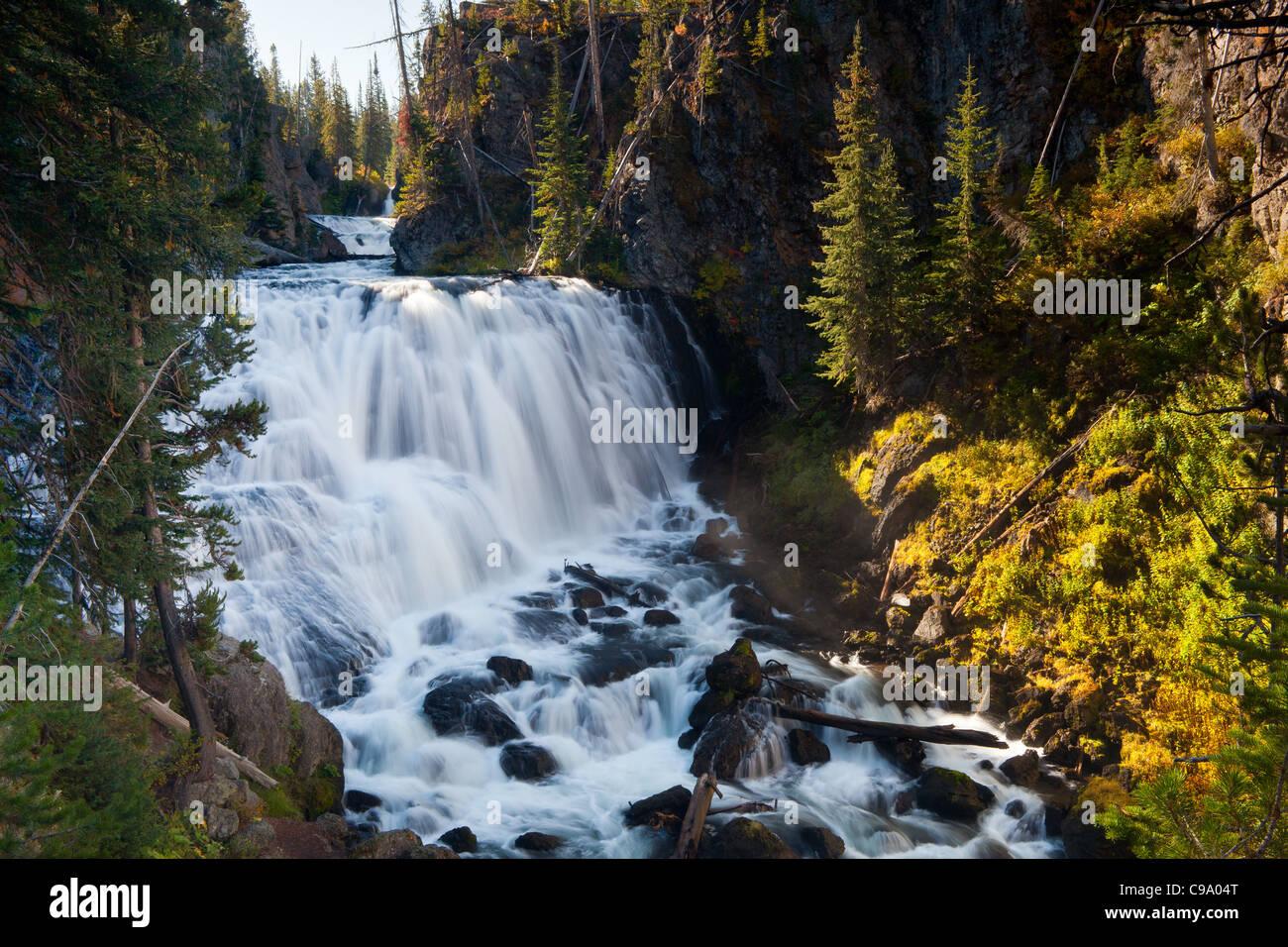 Kepler cascades sont sur la firehole river in Yellowstone National Park. ils laissent tomber plus de 150 pieds, Banque D'Images