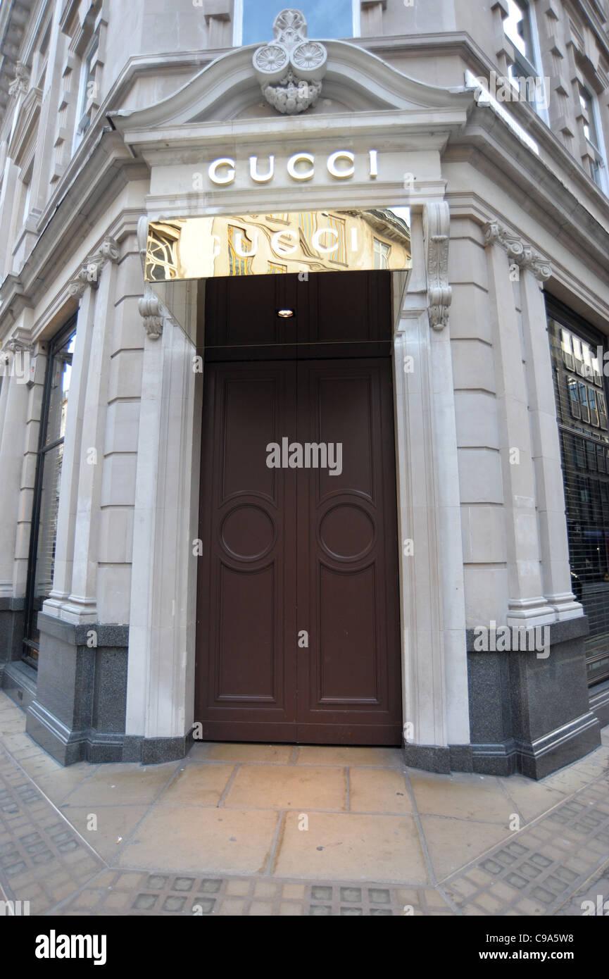 Photo de l extérieur du magasin Gucci sur Bond Street à Londres Angleterre  2011 - Image Pruchnie Auteur Ben 2011 1977e748d12