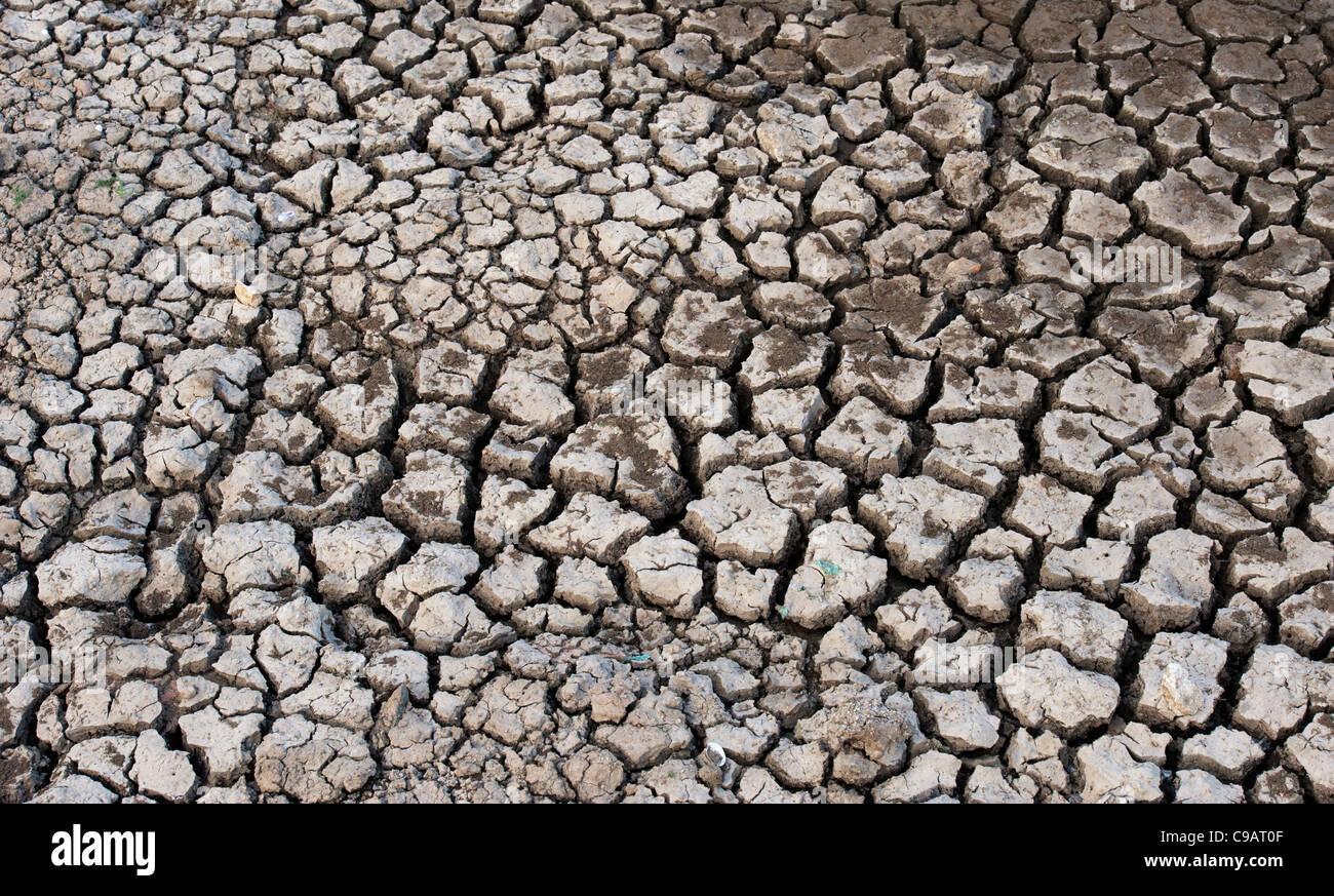 Fissuration à sec modèle de sol argileux. L'Andhra Pradesh, Inde. Photo Stock
