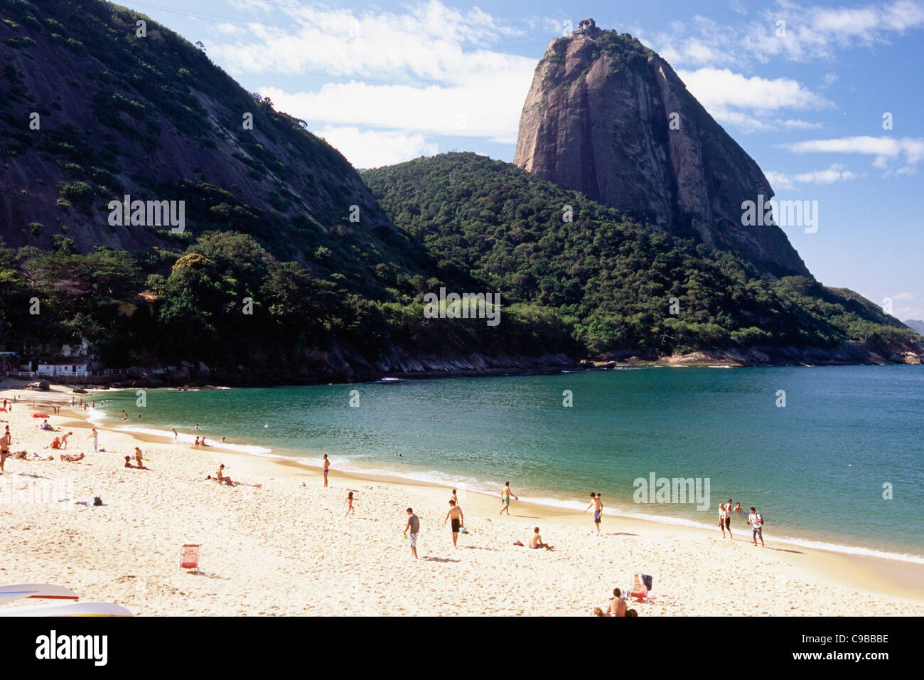 Vue sur le Pain de sucre à partir de la plage Vermelha, Rio de Janeiro, Brésil Photo Stock