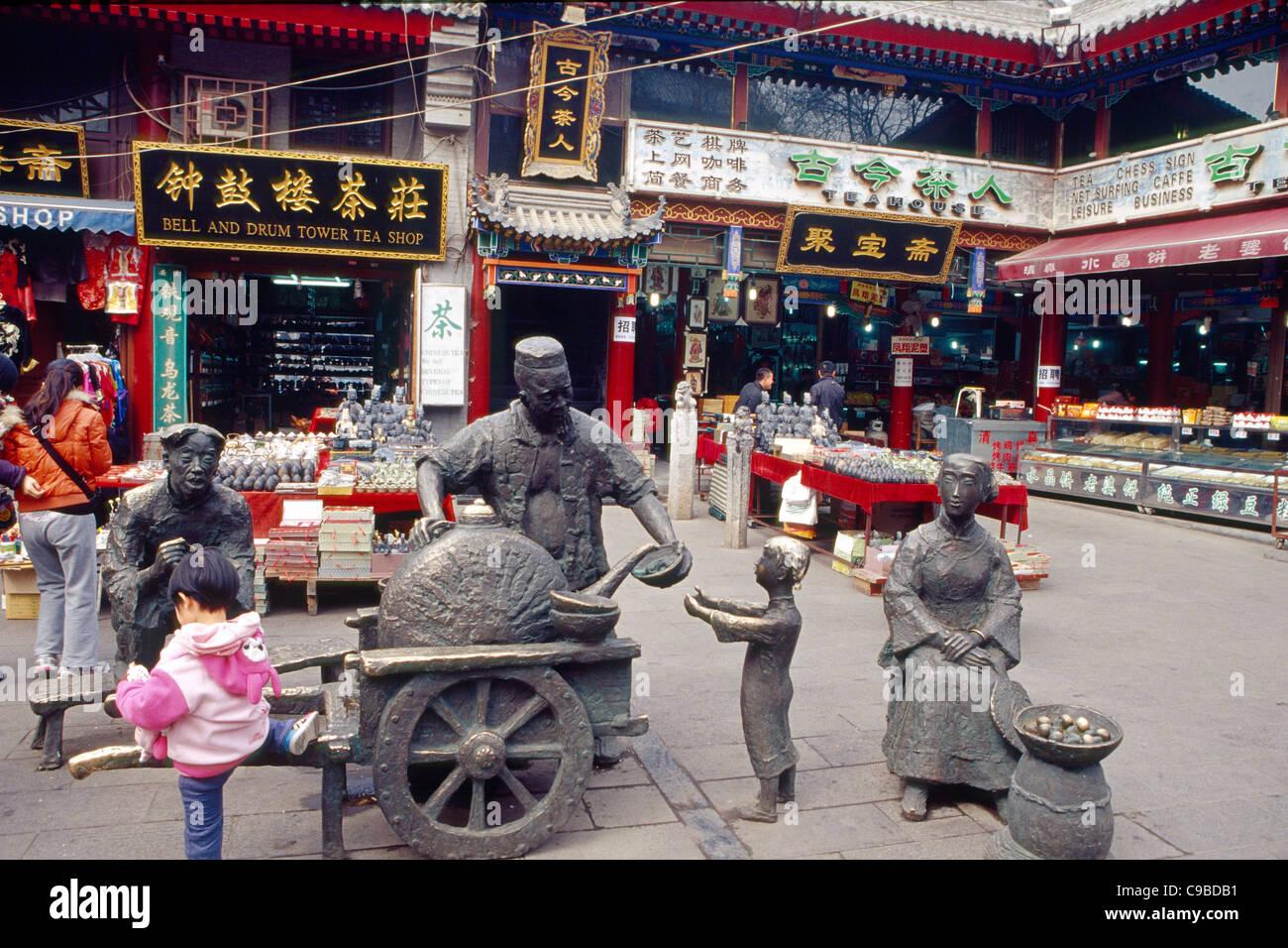 Sculptures de vendeurs de nourriture sur un marché de rue, de la rue musulmane, Xian, Shaanxi, Chine Photo Stock