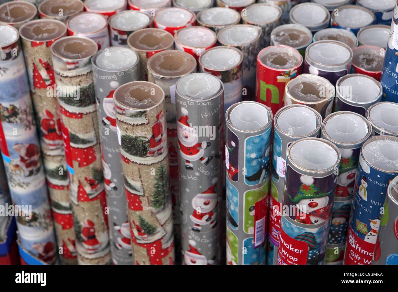 Rouleaux de papier cadeau de Noël, pour la vente, le motif/image en arrière-plan Photo Stock