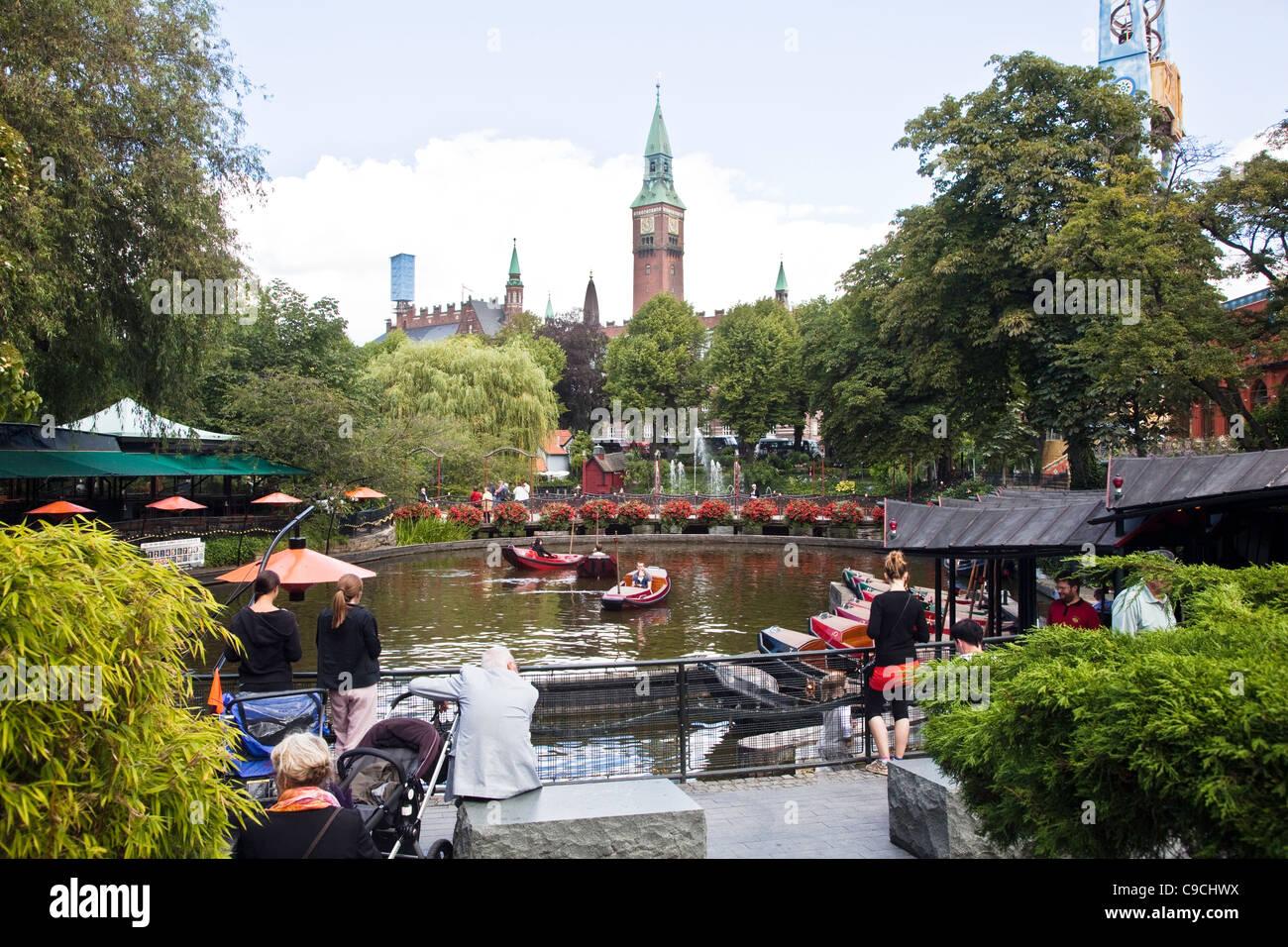Les Jardins De Tivoli A Copenhague Capitale Du Danemark Egalement