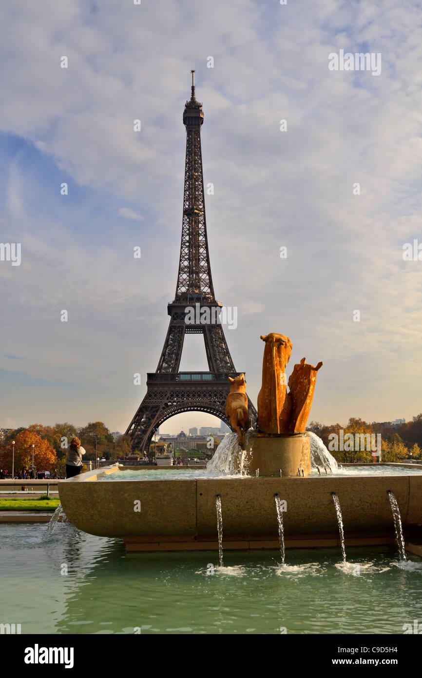 La Tour Eiffel Depuis Le Trocadero L Hotel Jardins De Paris France