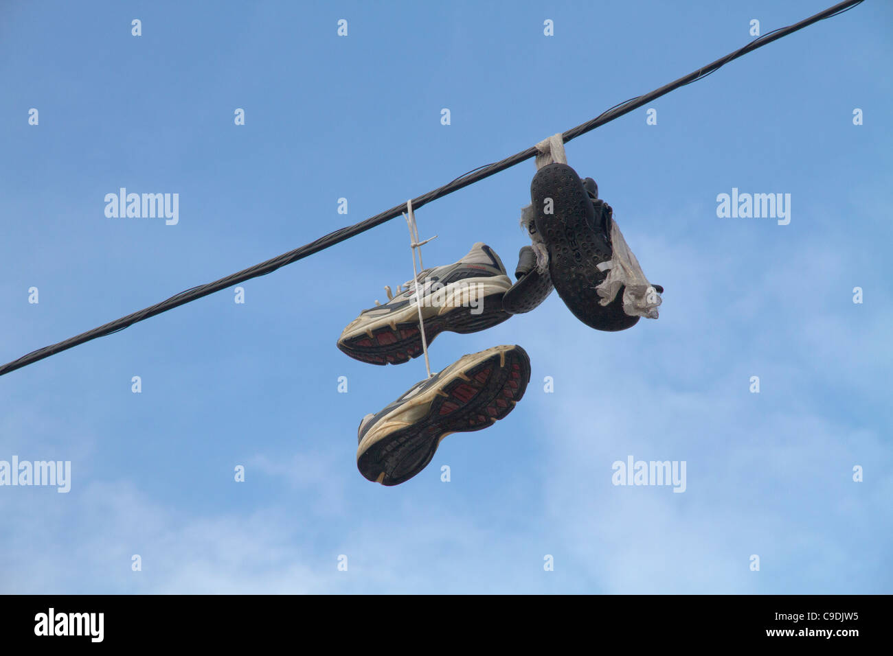On amp; Shoes Images Cable Photos Alamy Power 4zIIqxwdg
