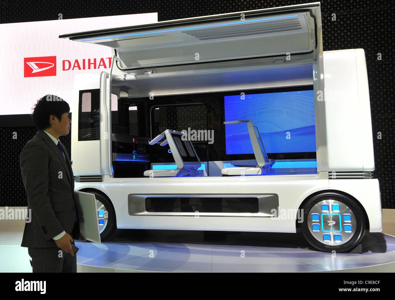 30 novembre 2011, Tokyo, Japon - Daihatsu FC ShoCase expositions presse lors d'une prévisualisation de Photo Stock