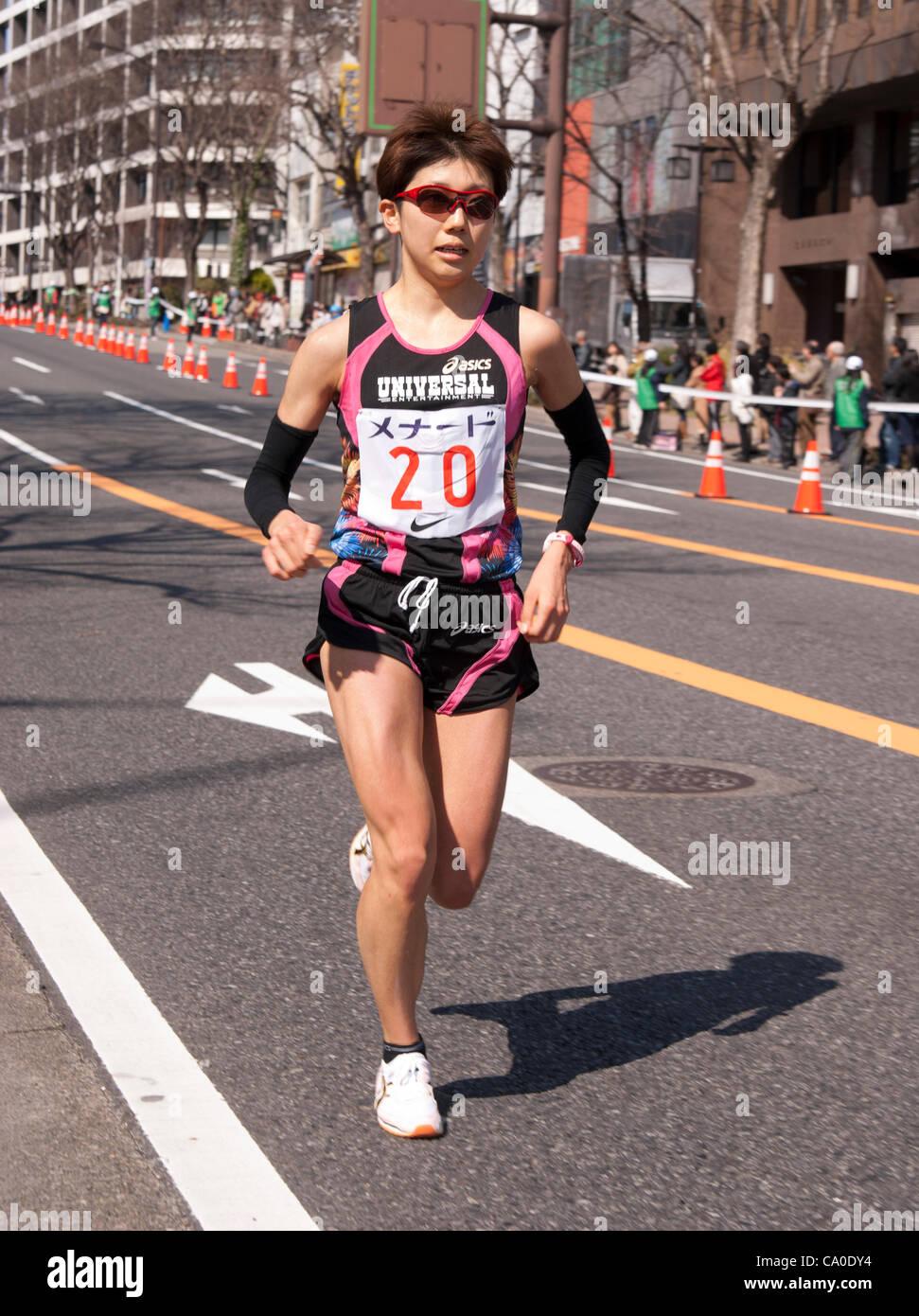 Kaoru Nagao (numéro 20) dans le Marathon de la femme de Nagoya, Nagoya, Japon, le 11 mars 2012 Photo Stock