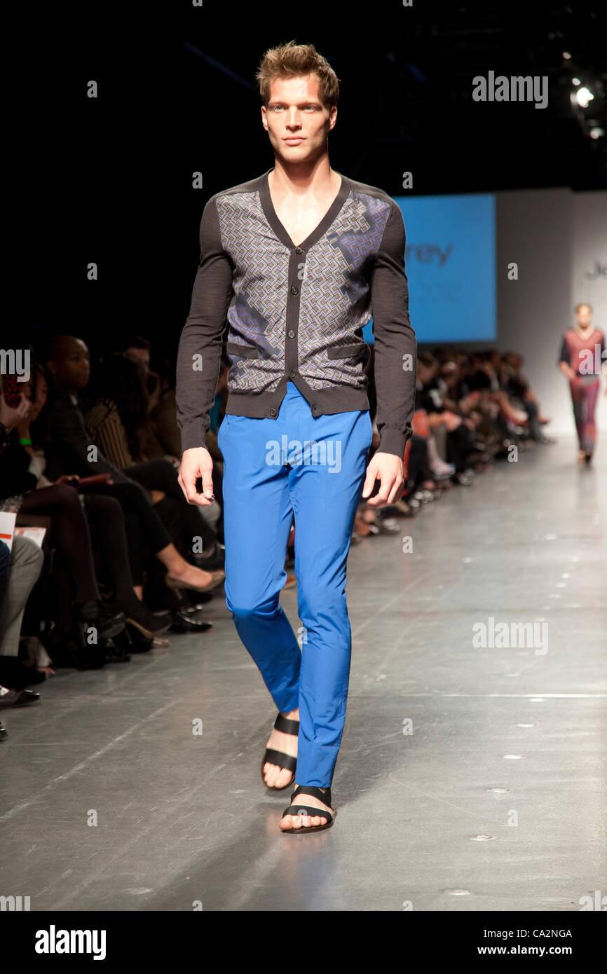 Fashion show Fashion Cares à Jeffrey 2012 bénéficiant de la communauté LGBT et les personnes Photo Stock
