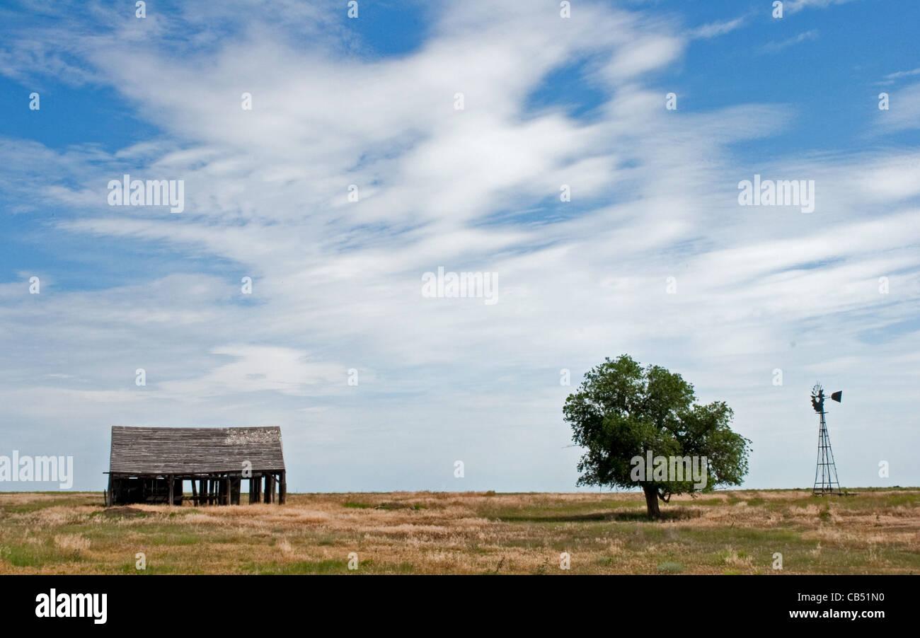 Maison abandonnée sur la prairie. Photo Stock