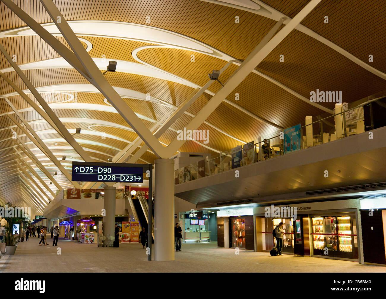 Salle des départs à l'Aéroport International de Pudong de Shanghai Chine, République populaire Photo Stock