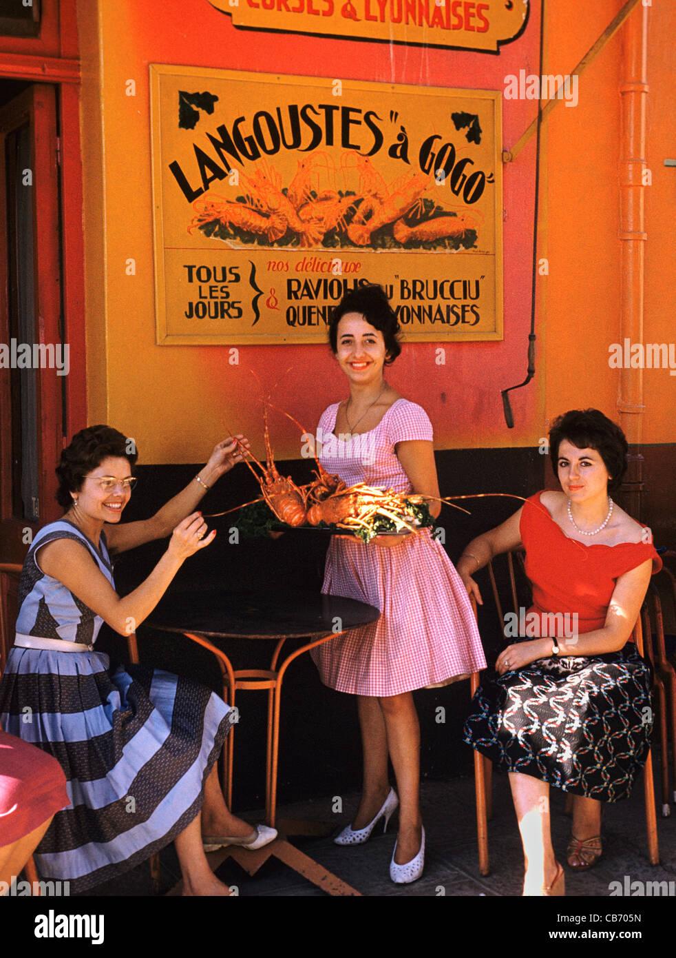Les femmes françaises des années 1950 ou au début des années 60, à l'extérieur Photo Stock