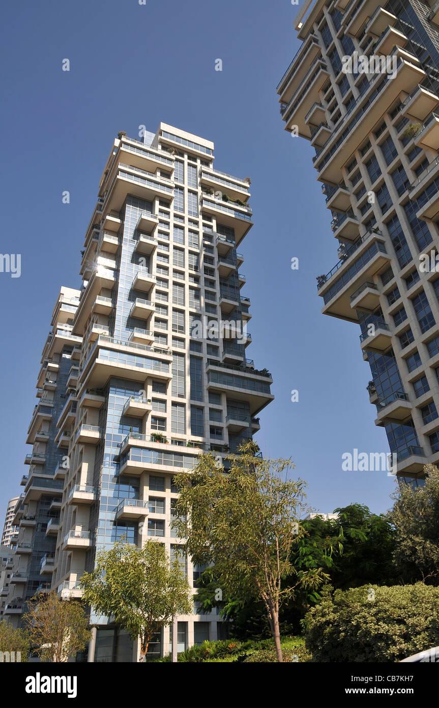 Israël, Tel Aviv Akirov hauts immeubles modernes sur la rue Pinkas Photo Stock
