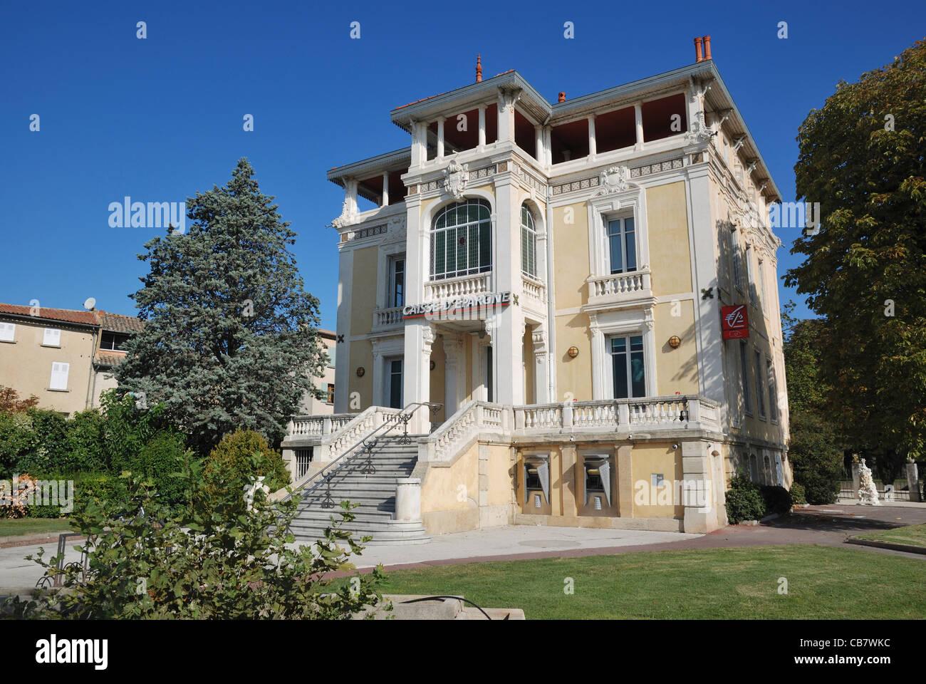 Caisse D Epargne L Isle Sur La Sorgue Vaucluse Provence Alpes