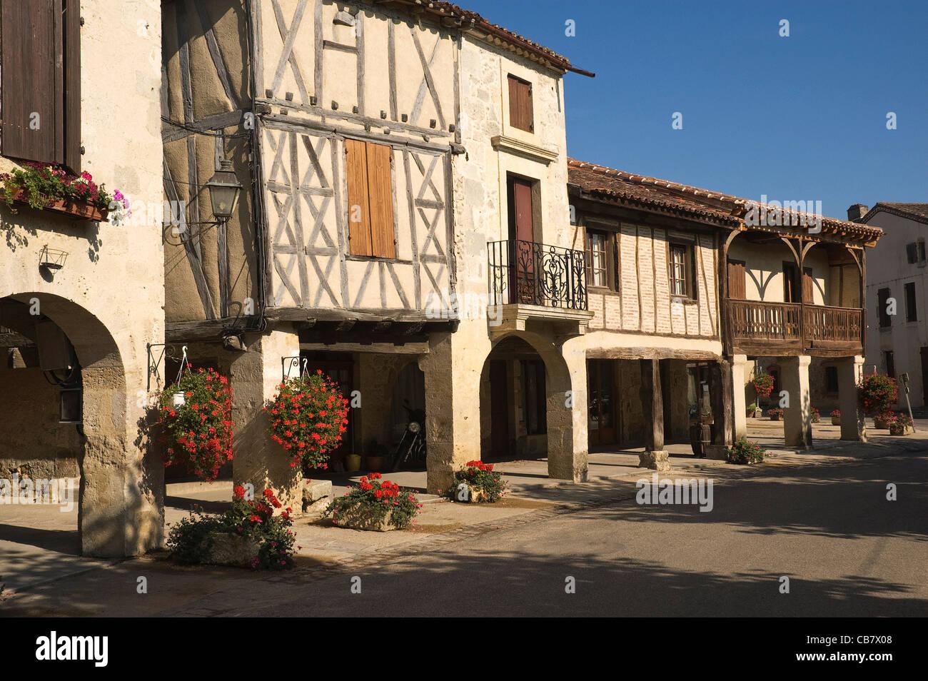 Elk196-1736 France, Aquitaine, Fources, scène de ville à l'architecture traditionnelle Photo Stock