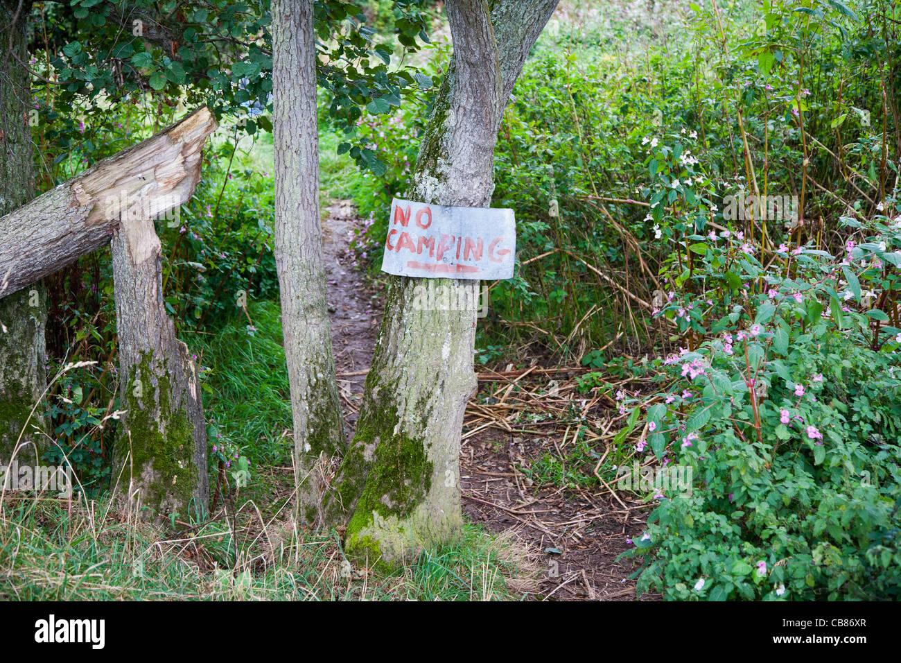 Aucun signe de camping dans une zone rurale de Devon, Angleterre Photo Stock